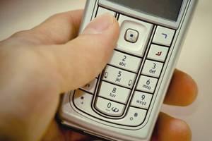 «Ψαλίδι» στα κινητά των μελών της κυβέρνησης